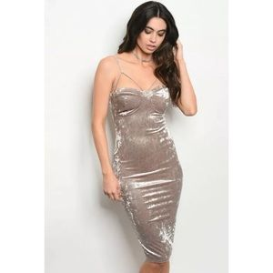 Dresses & Skirts - MOCHA SLEEVELESS CRUSHED VELVET BODYCON DRESS
